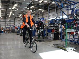 Image ©Licensed to i-Images Picture Agency. 29/03/2016. London, United Kingdom. Zac Goldsmith Campaigning. Conservative Party Mayoral Candidate Zac Goldsmith visits Brompton bikes factory while campaigning. Picture by Andrew Parsons / i-Images